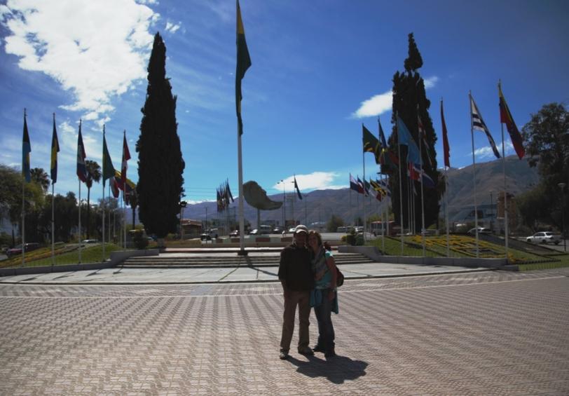 Piazza delle bandiere con Edson - Cochabamba