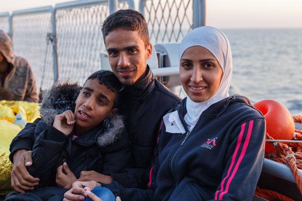 ATTRAVERSO TRE CONTINENTI - Elias con i fratelli maggiori, a bordo della Sirio. Insieme hanno lasciato Damasco per raggiungere un medico in Svezia.
